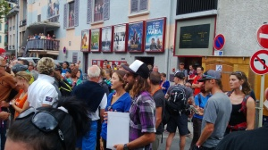 Women's winner Rory Bosio (in blue) talking with Anton Krupicka.